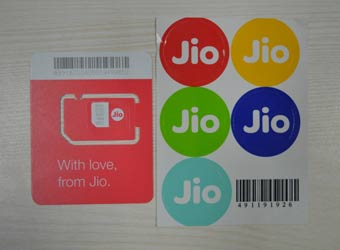 Reliance Jio offers cheap data as it eyes 100 mn users