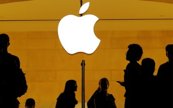 Apple becomes first US company to hit $1 trillion market value