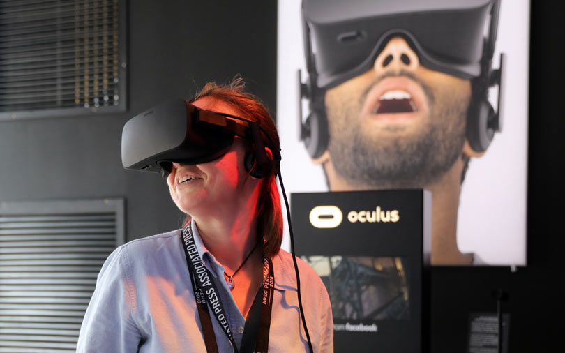 Facebook rejigs Oculus team in bid to make VR mainstream